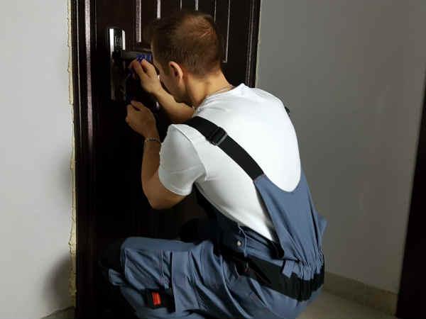 как вскрыть двери